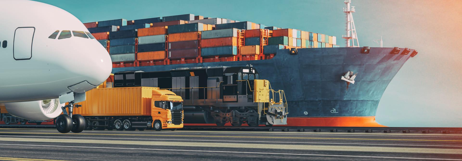 Foto ilustrativa de um porto com um navio atracado, junto com um trem, um caminhão e um avião estacionados.